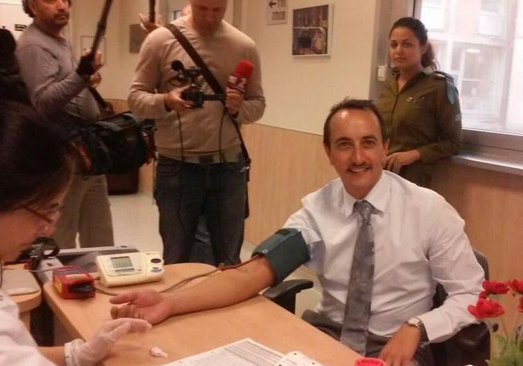 Australian Ambassador Dave Sharma giving blood at Hadassah on Wednesday.