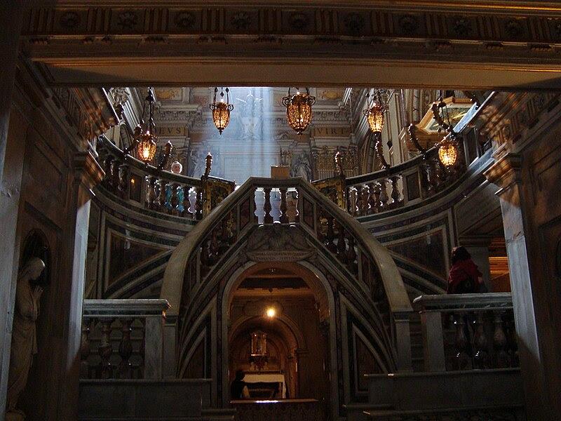 Fil: Crypt av basilikan Saints Apostoli.JPG