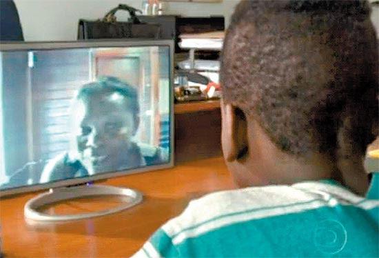Menino haitiano, que está emabrigo de SP, aguarda passaporte para reencontrar amãe