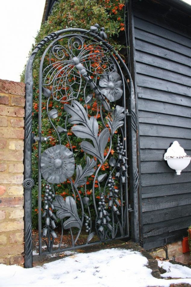 garden gate design flower decorative function 634x951 15 Decorative Metal Gate Design for Amazing First Impression