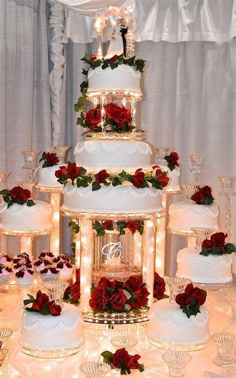 Pin by Laura on decoraciones   Pasteles de boda, Diseños