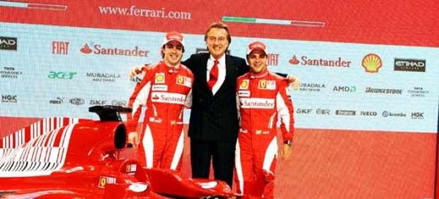 El presidente de Ferrari, Luca di Montezemolo, (c), y sus pilotos, Felipe Massa (d) y Fernando Alonso (i)
