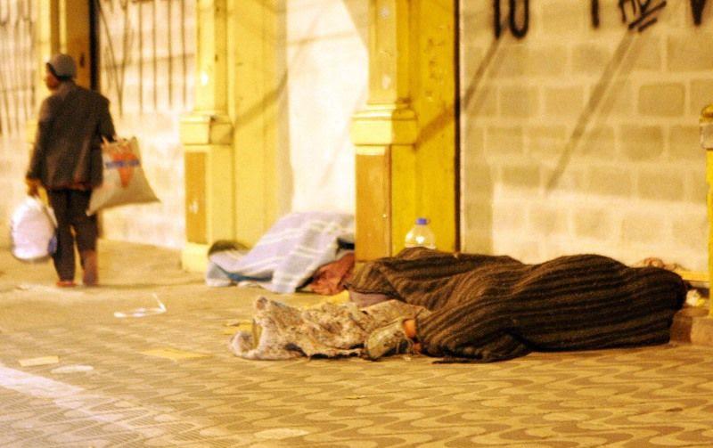 Moradores de rua dormem em noite em que os termômetros marcam temperaturas abaixo de 10 graus na cidade de São Paulo / Ernesto Rodrigues/AE