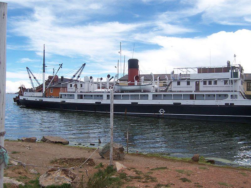 File:Barco a vapor en el Puerto de Puno.jpg