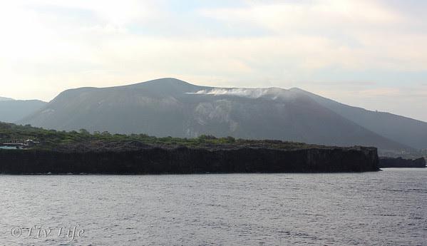 Vulcano erupting