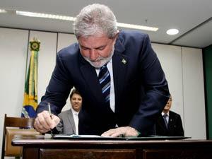 O presidente Lula durante a assinatura de decretos relativos à Educação