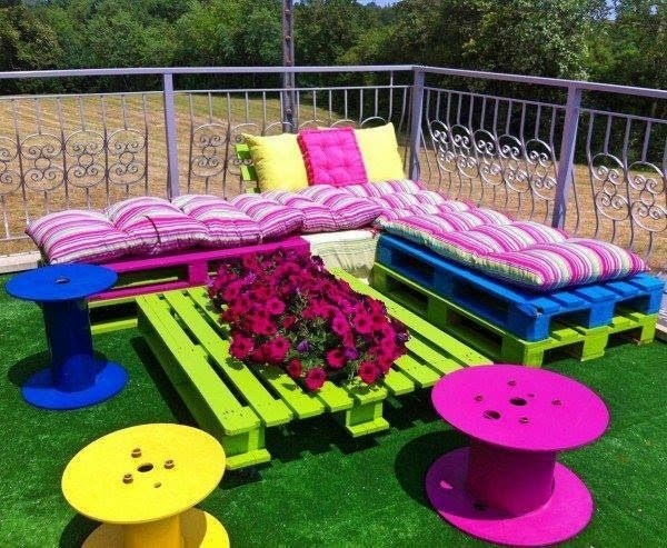 Garden Furniture Made From Cable Drums And Wood Pallets Actually ...