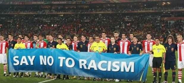 Pancarta contra el racismo