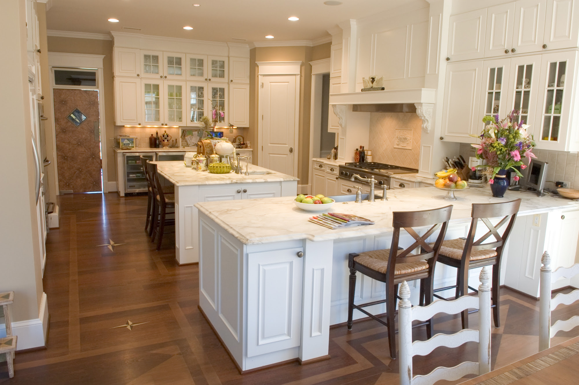 When to Choose a Peninsula Over an Island in Your Kitchen ...