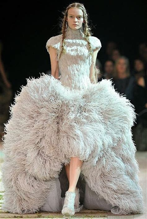 Sarah Burton of Alexander McQueen to design Kate Middleton