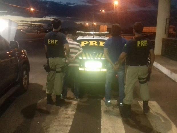 Presos foram detidos em Guaíra, no oeste do Paraná  (Foto: Divulgação/PRF)