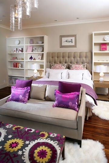 purple bedroom. love the ottoman.