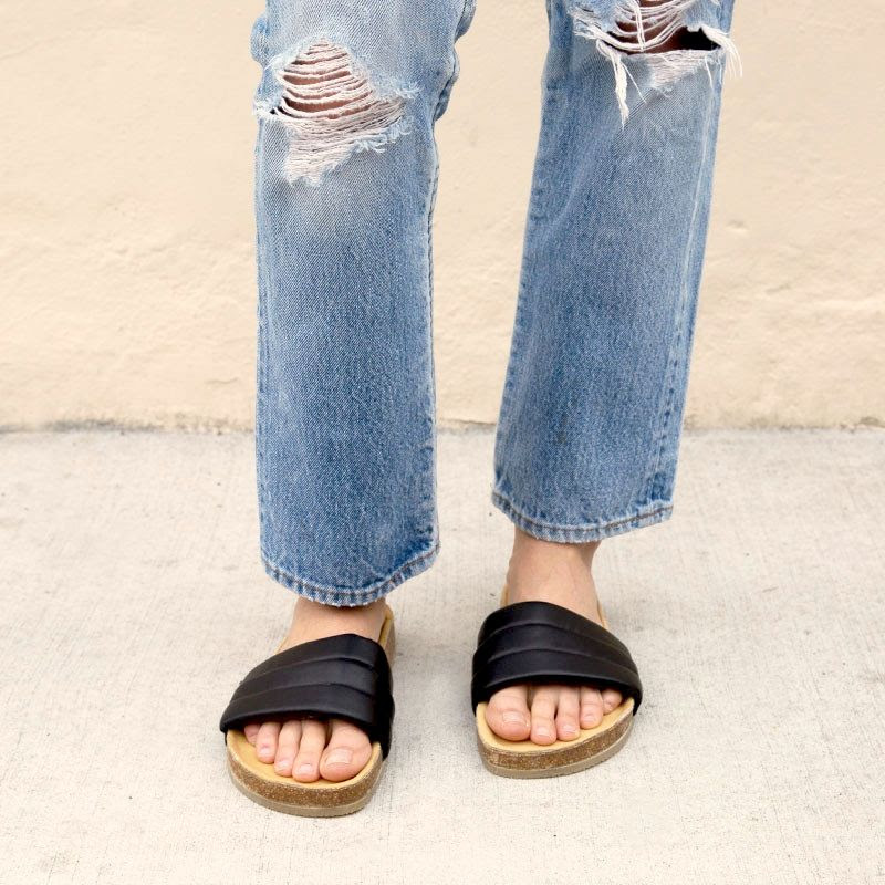 Le Fashion Blog Beatrice Valenzuela Sandalia Leather Slide Sandals With Cork Sole Distressed Denim Vintage Levis Jeans Via The General Store