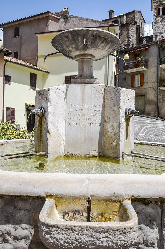 Risultati immagini per fontana di roccagiovine