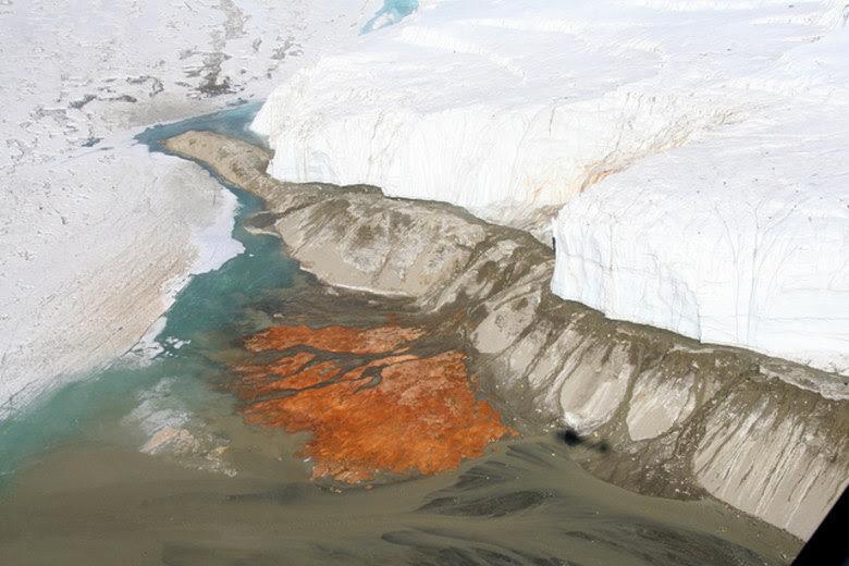 Com o IceMole, a equipe de Mikucki extraiu o líquido que está enterrado nas cataratas e usou termômetros que conseguem perfurar o gelo