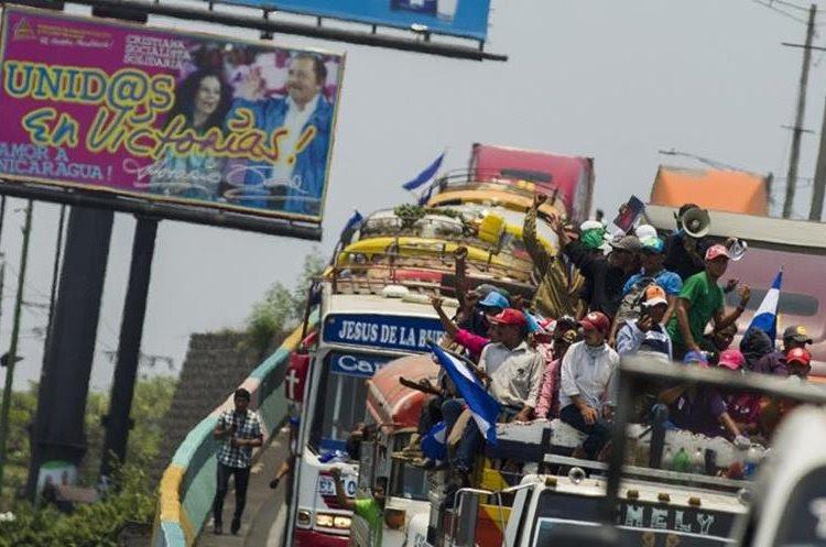 Campesinos llegan para manifestarse contra el Gobierno de Daniel Ortega en Managua, Nicaragua. (EFE).