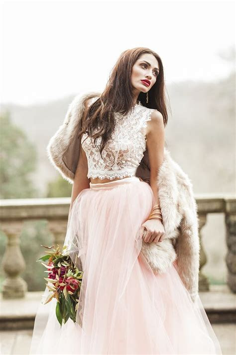 31 Ideas To Pull Off A Sexy Wedding Dress   Weddingomania