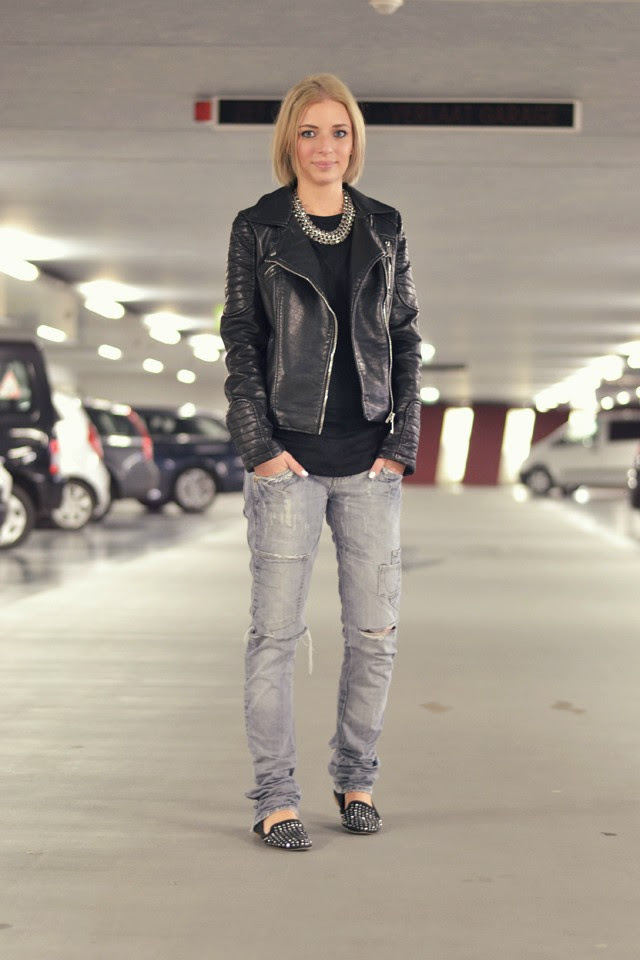 Casual outfit post belgium fashion blogger turn it inside out wearing zara leather jacket collection 2014 h&m trend statement necklace asos baseball top zara trf ripped destroyed jeans zara studded loafers streetstyle inspiration