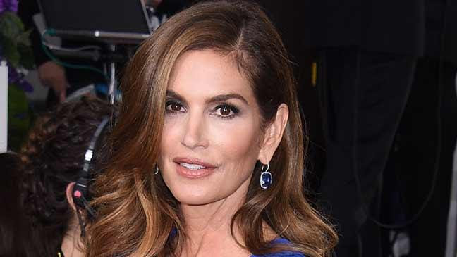What Does 48 Year Old Supermodel Cindy Crawford Look Like