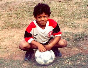 felipe melo criança com a camisa do Flamengo (Foto: Arquivo Pessoal)