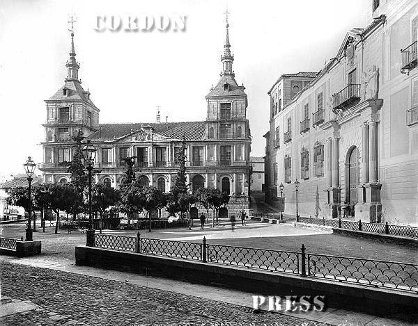 Ayuntamiento  de Toledo hacia 1875-80. © Léon et Lévy / Cordon Press - Roger-Viollet