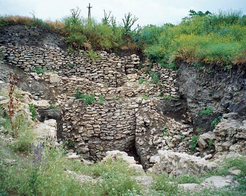 Танаис. Стена жилища и подвальное помещение