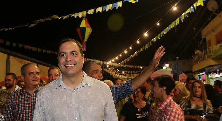 Paulo Câmara esteve em Limoeiro (que aparece na foto) e Carpina (Foto: Hélia Scheppa/Divulgação)