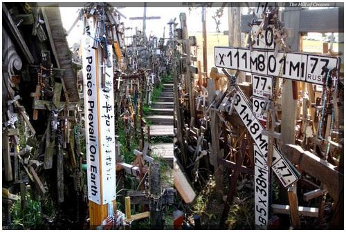 Perierga.gr - Λόφος με σταυρούς