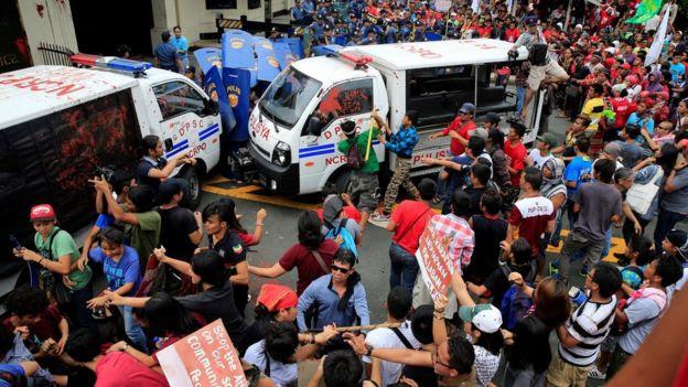 Hàng trăm người đã tụ tập yêu cầu Hoa Kỳ ngưng sự hiện diện quân sự tại Philippines.