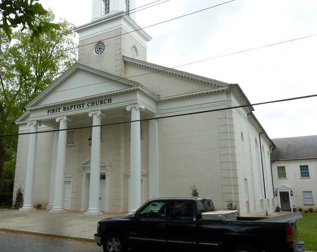 P1090872-2011-04-15-Hapeville-1st-Baptist-Church-Sanctuary-Portico