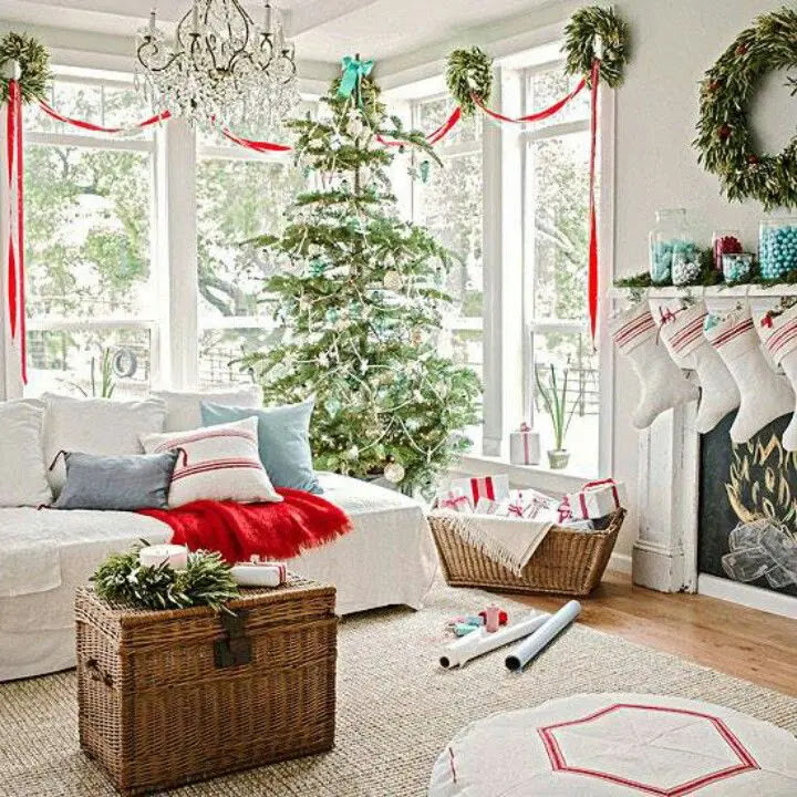 55 Dreamy Christmas Living Room Décor Ideas | DigsDigs