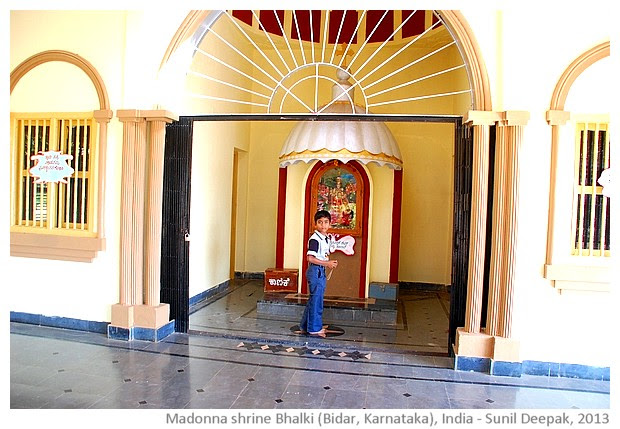 Madonna shrine Bhalki, Karnataka, India - images by Sunil Deepak