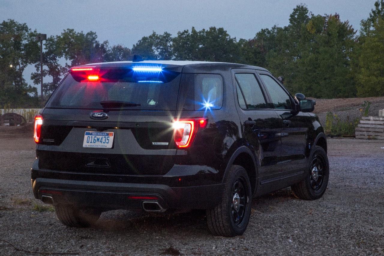 Rear Spoiler Traffic Warning Lights 2017 Ford Police ...