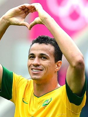 Leandro Damião comemora gol do Brasil contra a Nova Zelândia (Foto: AFP)