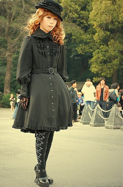 http://upload.wikimedia.org/wikipedia/commons/thumb/2/2c/Black_lolita.jpg/395px-Black_lolita.jpg
