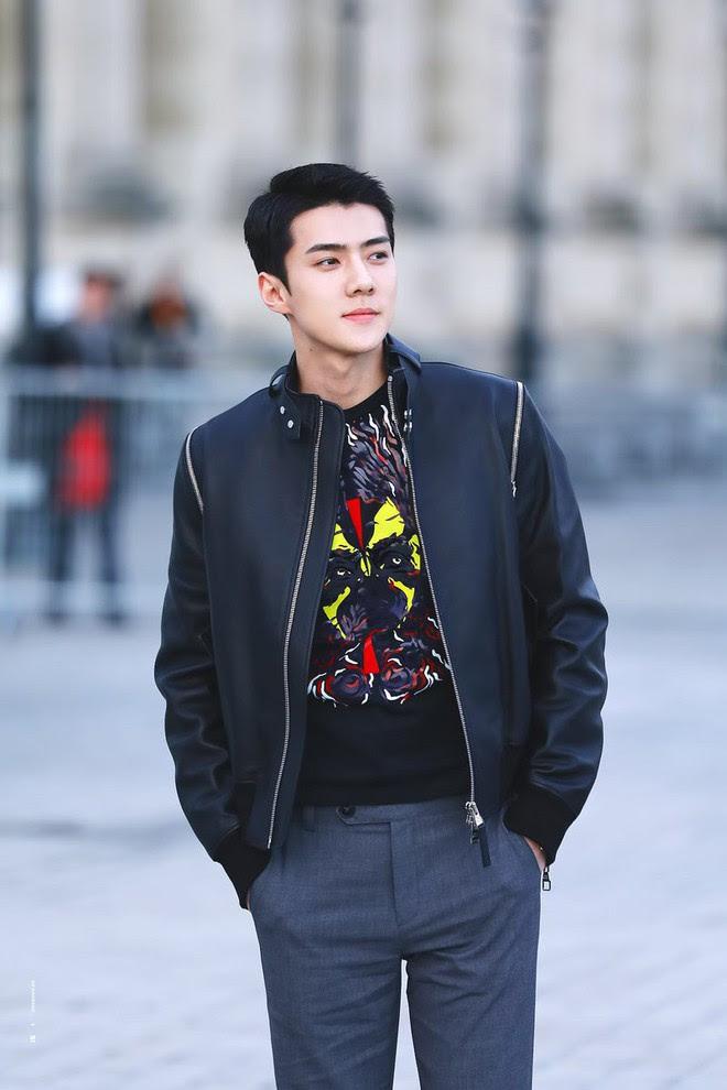 Không chỉ có scandal, các sao Hàn còn có 11 cột mốc thời trang đáng nhớ trong suốt năm qua - Ảnh 1.