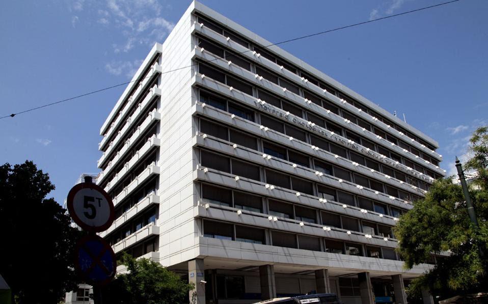 Πυρετός στο υπουργείο Οικονομικών για την εφαρμογή του πρώτου πακέτου μέτρων και την προετοιμασία του δεύτερου από τον Σεπτέμβριο.