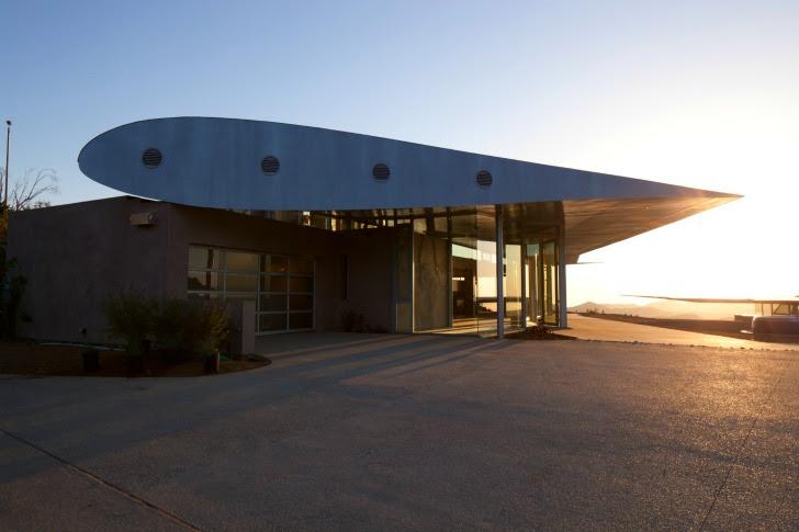 http://inhabitat.com/wp-content/blogs.dir/1/files/2011/06/747-Wing-House-David-Hertz-Architects-21.jpg