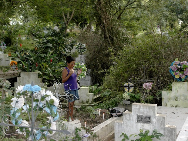 A aposentada Romana Bonfim diz que já teve que pagar pedágio (Foto: Ellyo Teixeira/G1)