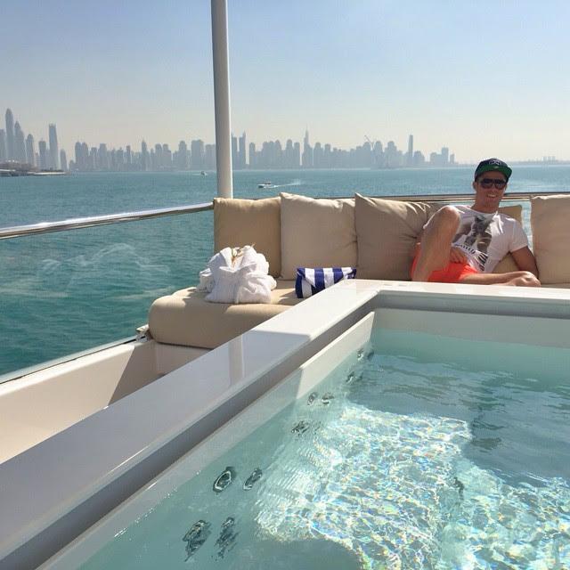 Cristiano Ronaldo tira onda em Dubai. Quem pode pode!