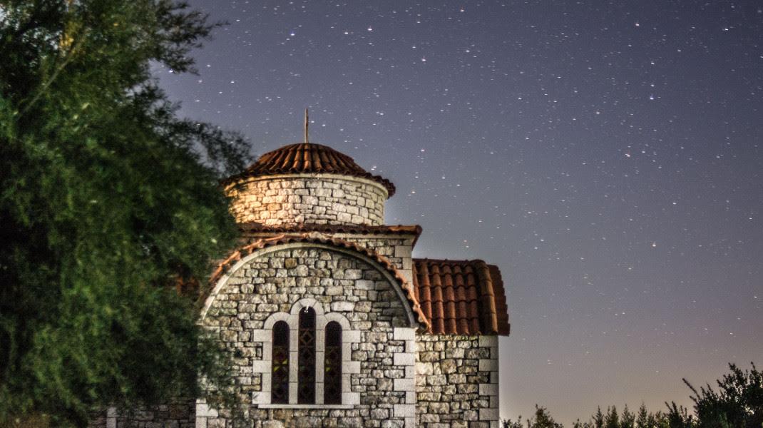 Ο αυγουστιάτικος νυχτερινός oυρανός στην Πελοπόννησο -Φωτογραφία: EUROKINISSI/ΛΥΔΙΑ ΣΙΩΡΗ