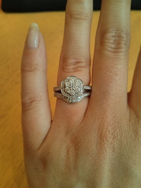Size of small diamonds for halo setting?