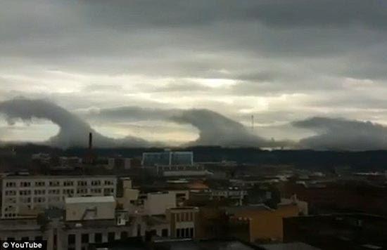 Σύννεφα με την μορφή Τσουνάμι (2)