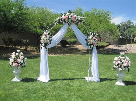 Pictures Of Decorated Wedding Arches   Living Room