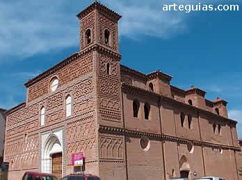 Magnífica iglesia fortificada de Tobed. Son iglesias con galería nacidas en la guerra de los dos Pedros