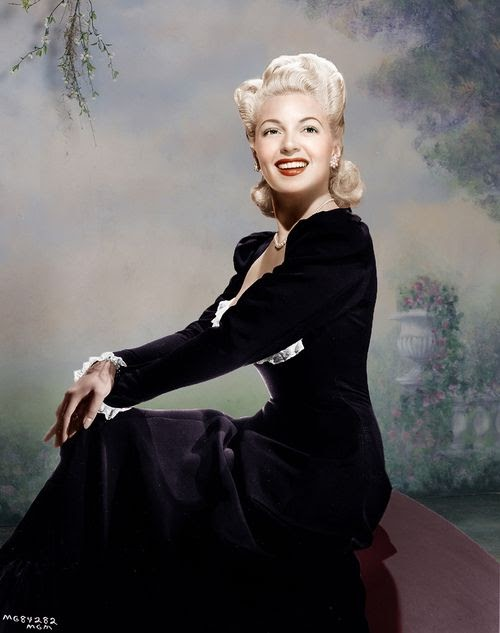 Such a beautiful colour portrait of Lana Turner