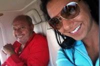 Paulina con su padre, Carlos Romero Deschamps, en una de sus fotos de Facebook.