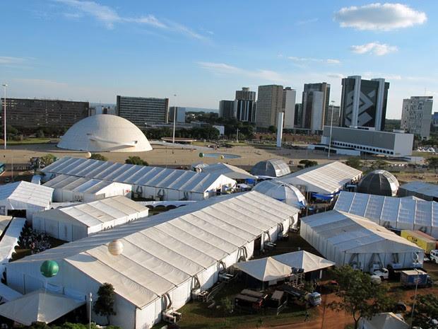 Vista geral da 1ª Bienal do Livro e da Leitura, realizada na Esplanada dos Ministérios, em Brasília (Foto: Jamila Tavares / G1)