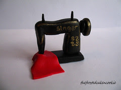 Tuesday Toppers: Sewing Machine Cupcake