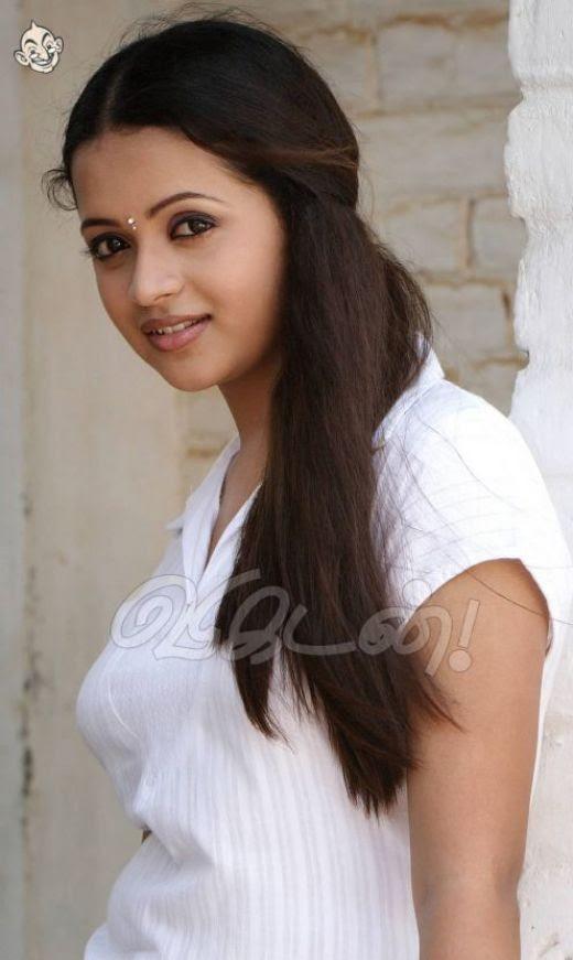 Hot Sexy Mallu Desi Actress Bhavana Revealing Her Assets